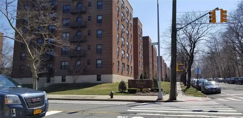 Photo of 211-01 75 Ave Unit 2 K, Bayside, NY 11364