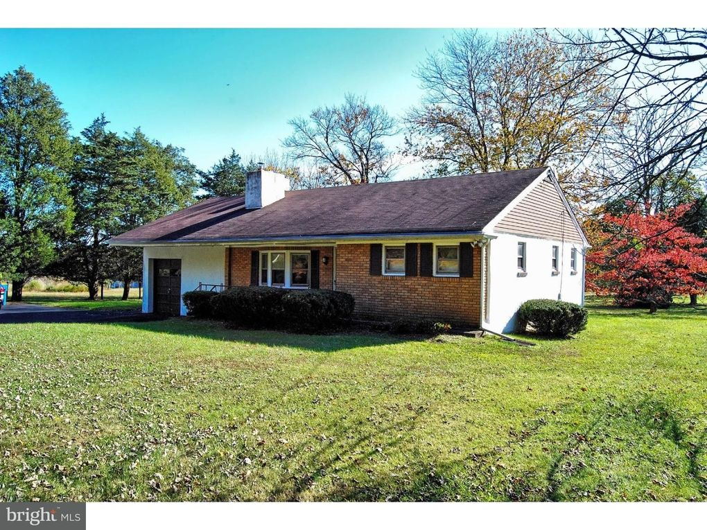 6028 Stovers Mill Rd, Doylestown, PA 18902