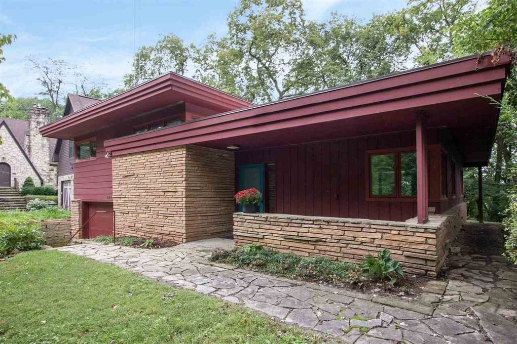 1621 Ridge Rd Iowa City, IA 52245