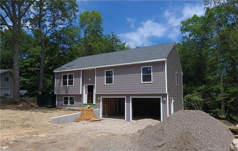 92 Lee Farm Dr, East Lyme, CT 06357