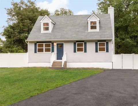 5 Flores Ln, Middle Island, NY 11953