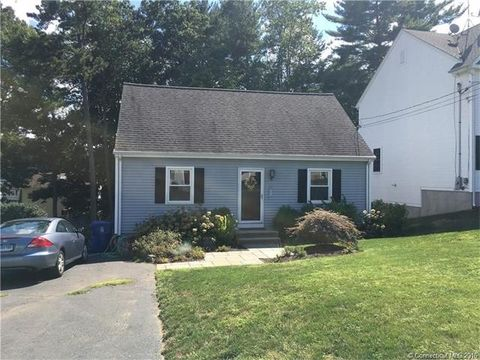 7 Lincoln St, Farmington, CT 06085