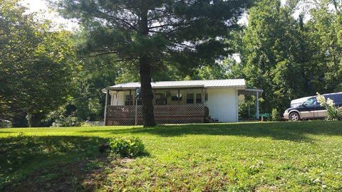6228 Silverpoint Rd, Cannelton, IN 47520