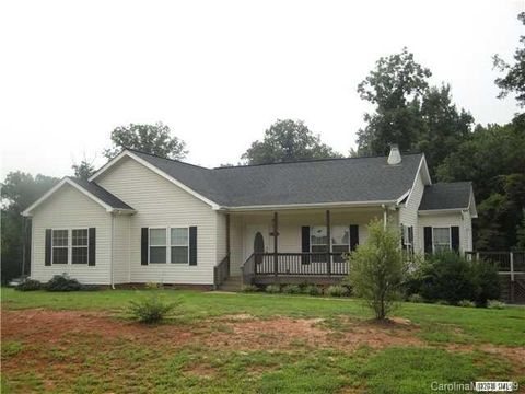 Photo of 3842 Rolling View Ln, Maiden, NC 28650
