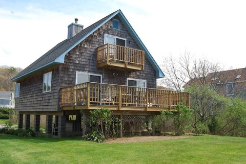 Photo of 305 Second Ave, Peconic, NY 11958