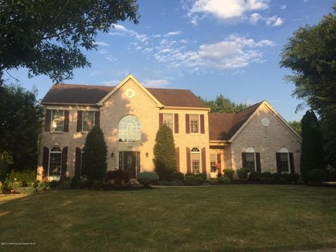 170 Round Hill Dr, Freehold, NJ 07728