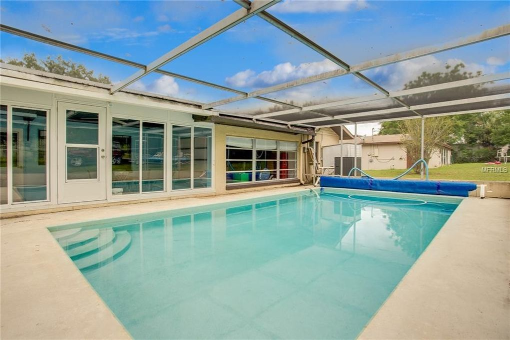 400 N Palm Ave Howey In The Hills Fl 34737