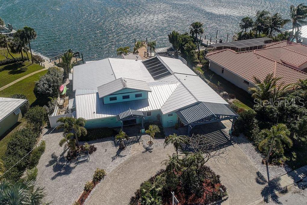 605 Key Royale Dr, Holmes Beach, FL 34217