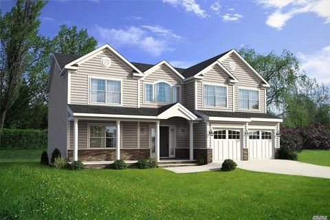 115 Pennsylvania Ave, Medford, NY 11763