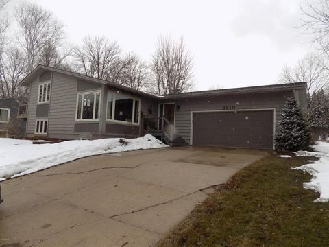 3810 W Amber Lake Dr, Fairmont, MN 56031