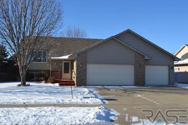 5925 S Lois Ln, Sioux Falls, SD 57108