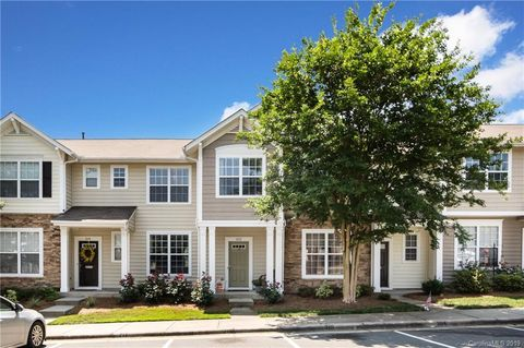 Photo of 212 Dawn Mist Ln Unit 31, Fort Mill, SC 29708