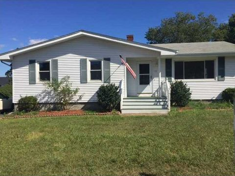 52 Lee Ave, Portsmouth, RI 02871