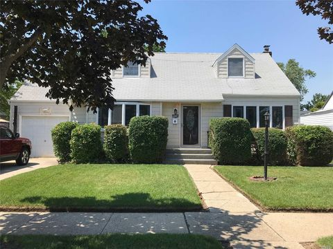 1819 Grant Ave, East Meadow, NY 11554