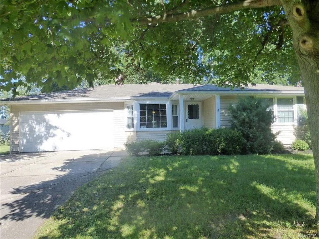 165 Country Pkwy, Amherst, NY 14221