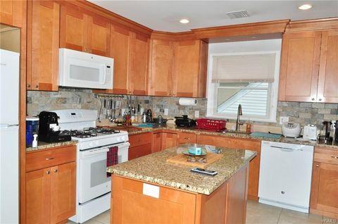 Photo of 32 N Washington Ave Unit 2, White Plains, NY 10603