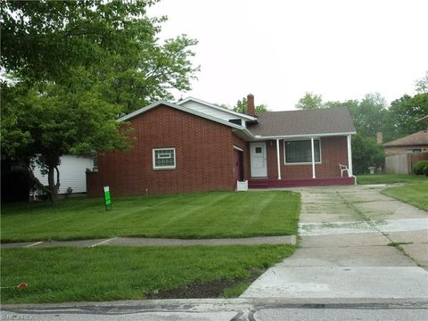 24698 Staghorn Dr, Bedford Heights, OH 44146