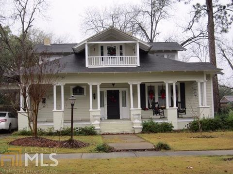 Photo of 330 S Lewis St, Metter, GA 30439