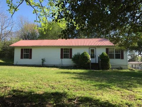 Photo of 2026 Bluff Rd, Harriman, TN 37748