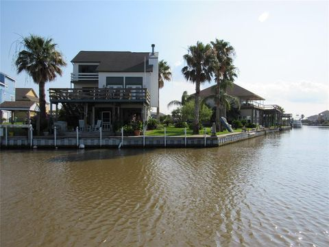 Photo of 1671 Blue Water Dr, Freeport, TX 77541