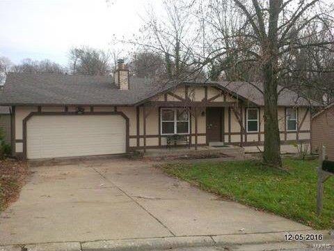 405 Oak Pl, Lake Saint Louis, MO 63367