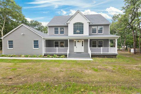 38 Pine Bark Rd, Ridge, NY 11961