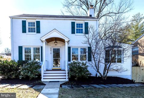 Photo of 5810 Wyngate Dr, Bethesda, MD 20817