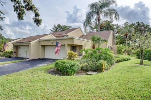 61 Balfour Rd E, Palm Beach Gardens, FL 33418