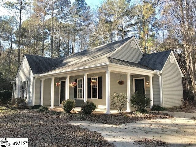 122 Forest Dr, Townville, SC 29689