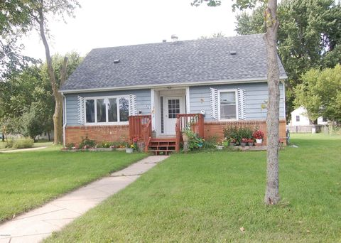 Photo of 1603 Charles Ave, Worthington, MN 56187