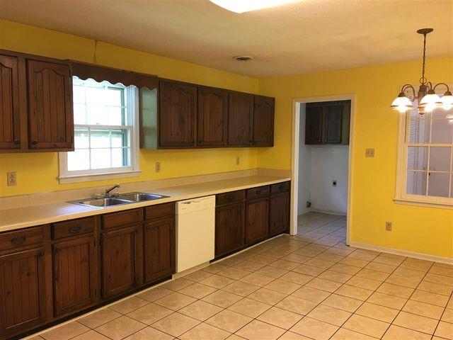 Kitchen Cabinets Jackson Tn 32 stratford ln, jackson, tn 38305 - realtor®