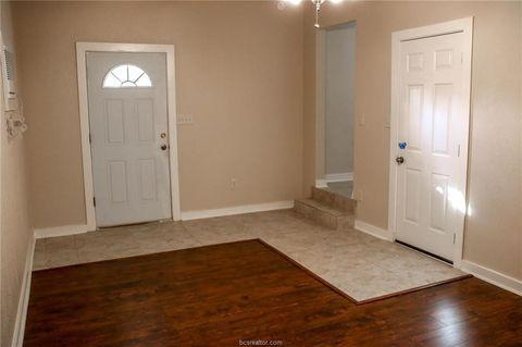 1817 Oakwood St, Navasota, TX 77868