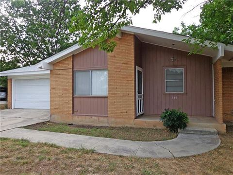 Photo of 515 Valley View St, Brownwood, TX 76801