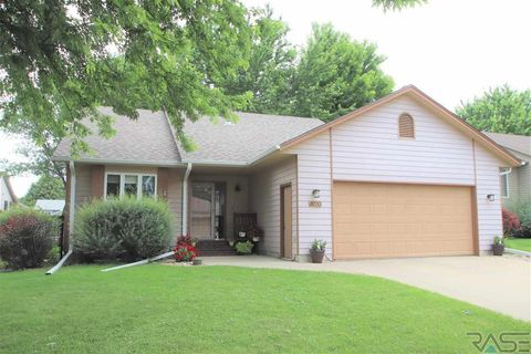 Photo of 4920 E Maywood Dr, Sioux Falls, SD 57110