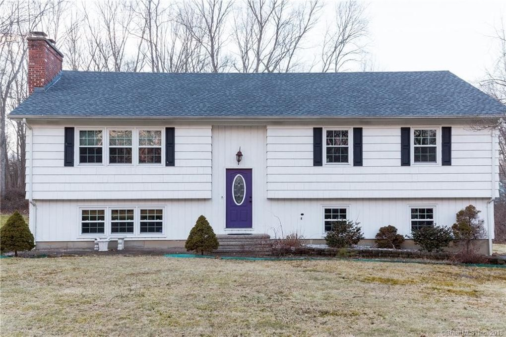 115 Redcoat Ln, Guilford, CT 06437