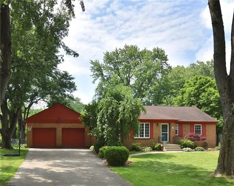 Photo of 4121 E 61st St, Indianapolis, IN 46220