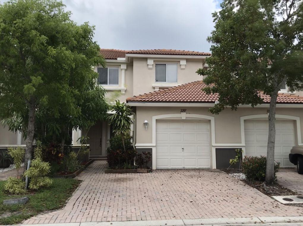 2207 Oakmont Dr, Riviera Beach, FL 33404
