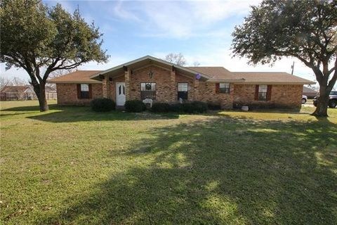 Photo of 700 E Tower St, Frost, TX 76641