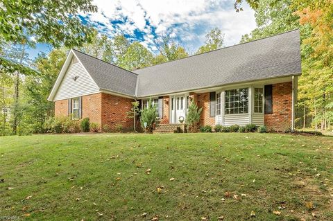 Photo of 1730 Woodstock Rd, Gates Mills, OH 44040