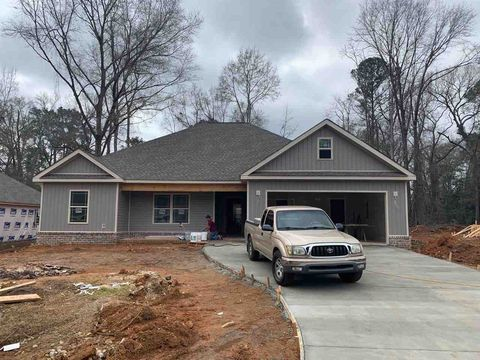 203 Kendall Ct, Perry, GA 31069