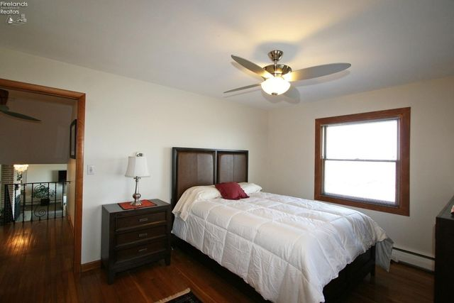409 Cedar Point Rd, Sandusky, OH 44870 - Bedroom