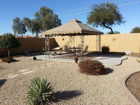 Photo of 990 E Silversmith Trl, San Tan Valley, AZ 85143