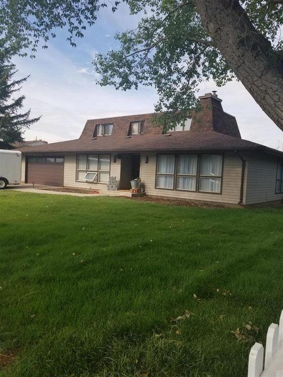 1066 Alta Vista Dr, Laramie, WY 82072