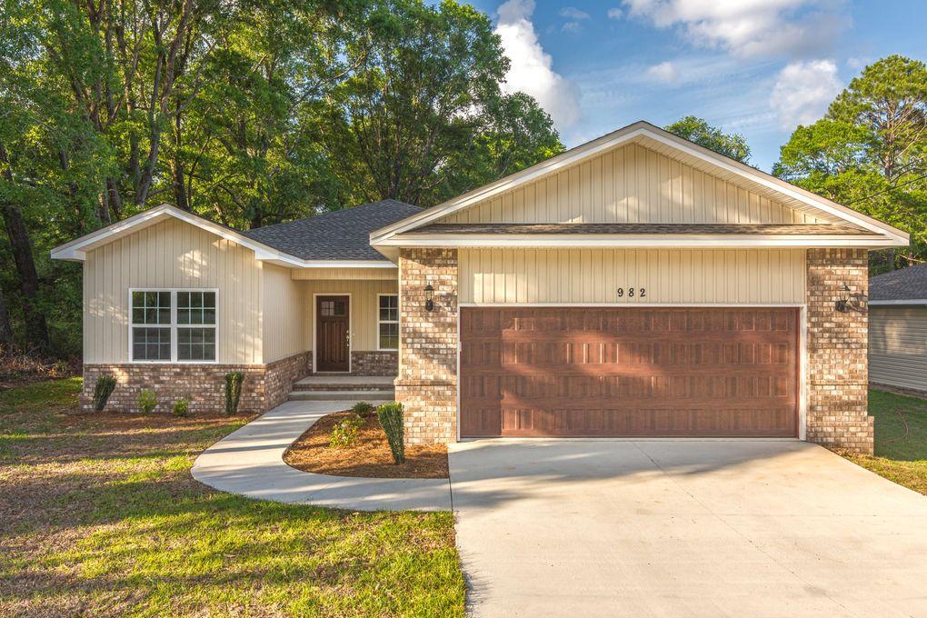 982 E Chestnut Ave, Crestview, FL 32539