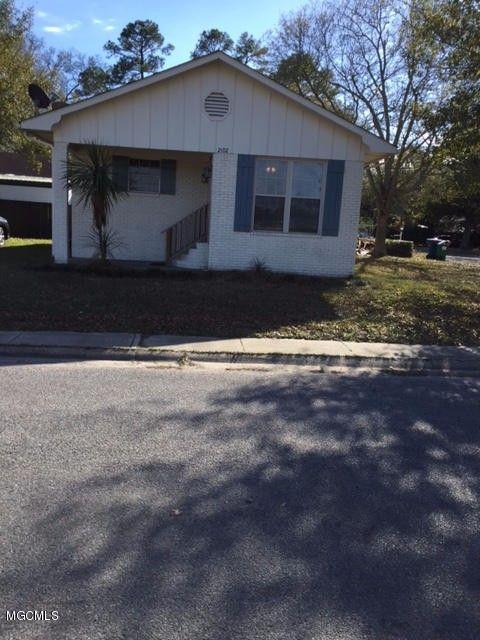 2102 Taylor Ave, Pascagoula, MS 39567