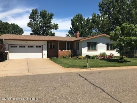 1042 12th St W, Dickinson, ND 58601