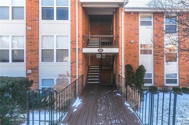 1926 Hunting Lake Ct Apt 104, Kirkwood, MO 63122