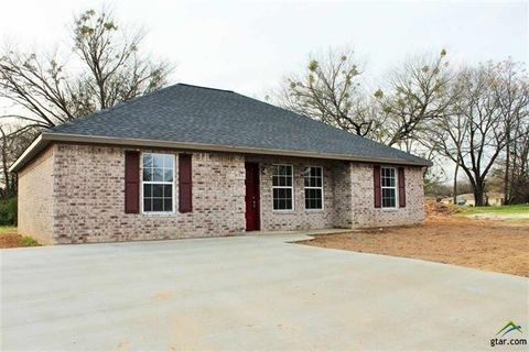 703 N Crockett Ave, Mount Pleasant, TX 75455