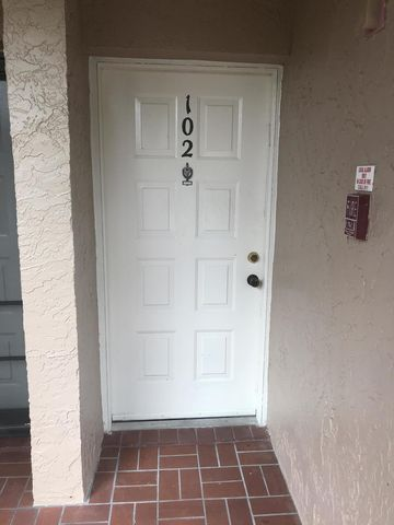 Photo of 6928 Briarlake Cir Apt 102, West Palm Beach, FL 33418