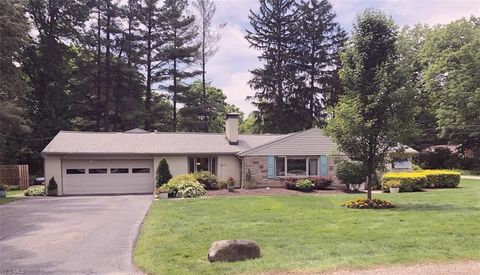 Photo of 119 Laurel Rd, Chagrin Falls, OH 44022